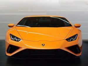 birmingham limo hire Lamborghini Huracan Coupe for airport transfer in bermingham, prom car hire birmingham and cheap limo hire birmingham