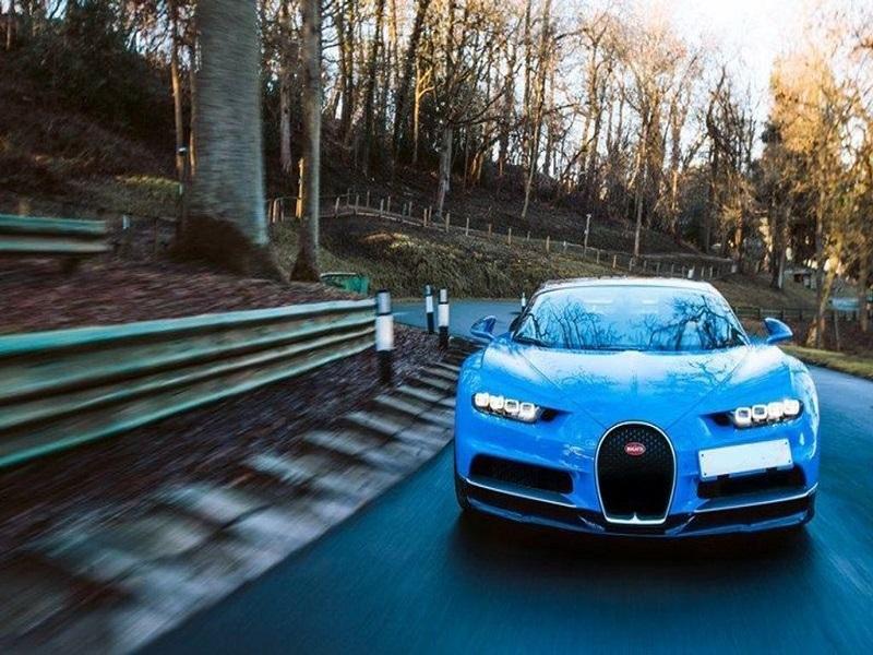 birminghamlimohire Bugatti Chiron for sports cars, car rental and car hire